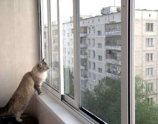 Як склити балкон своїми руками