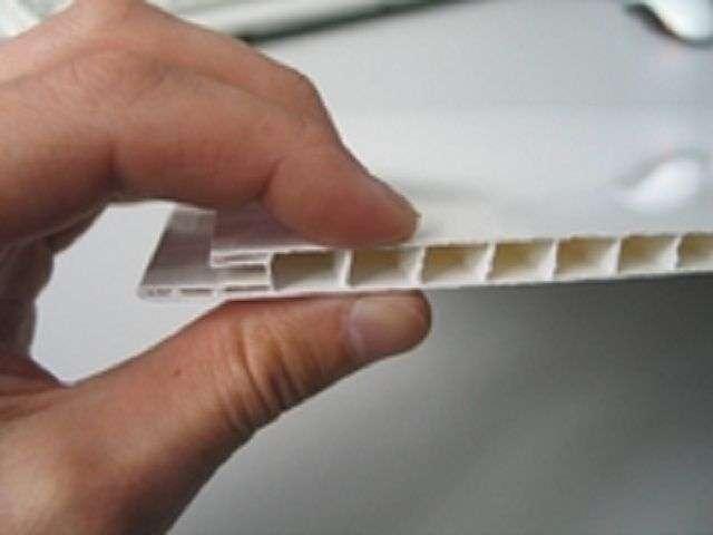 Як обшити стелю пластиком