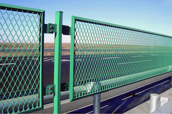 Як зробити паркан із сітки рабиці — нові методи встановлення розрахунок