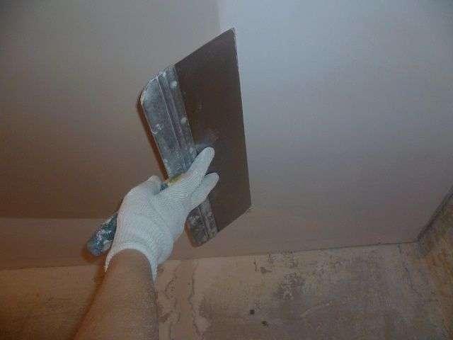Як шпаклювати стелю під фарбування