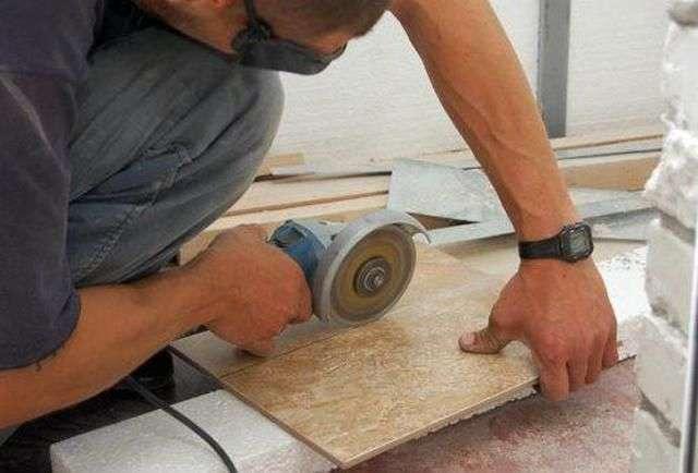 Як класти кахель на підлогу